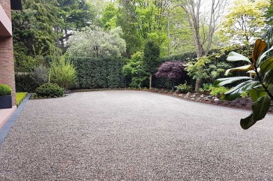 Spacious Curved Driveway with Nida-Gravel Surface